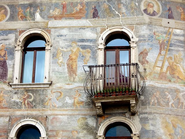 frescoe on the exterior of a building in Italy. ouritalianjourney.com