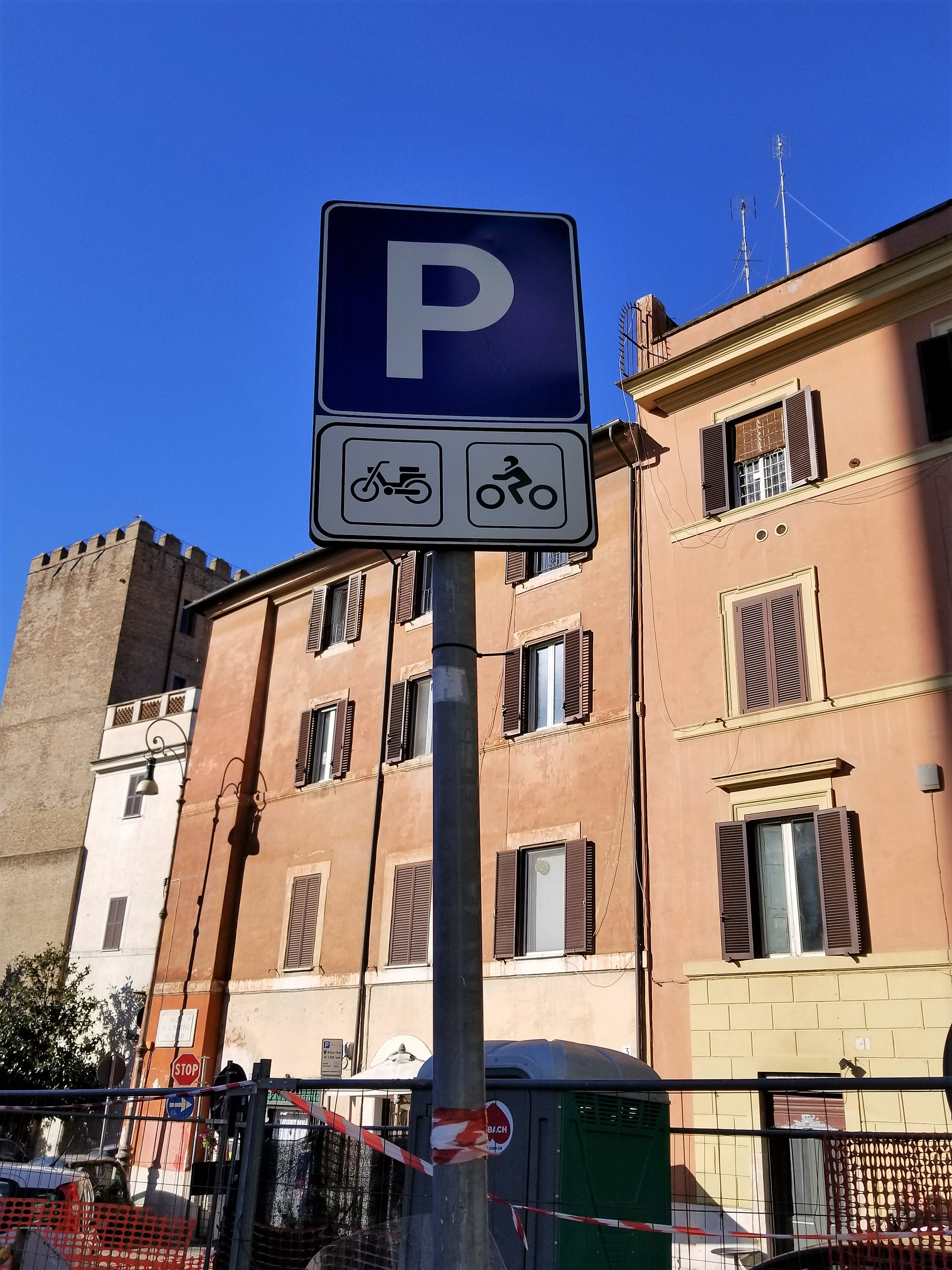 Parking sign in Rome, Italy. ouritalianjourney.com