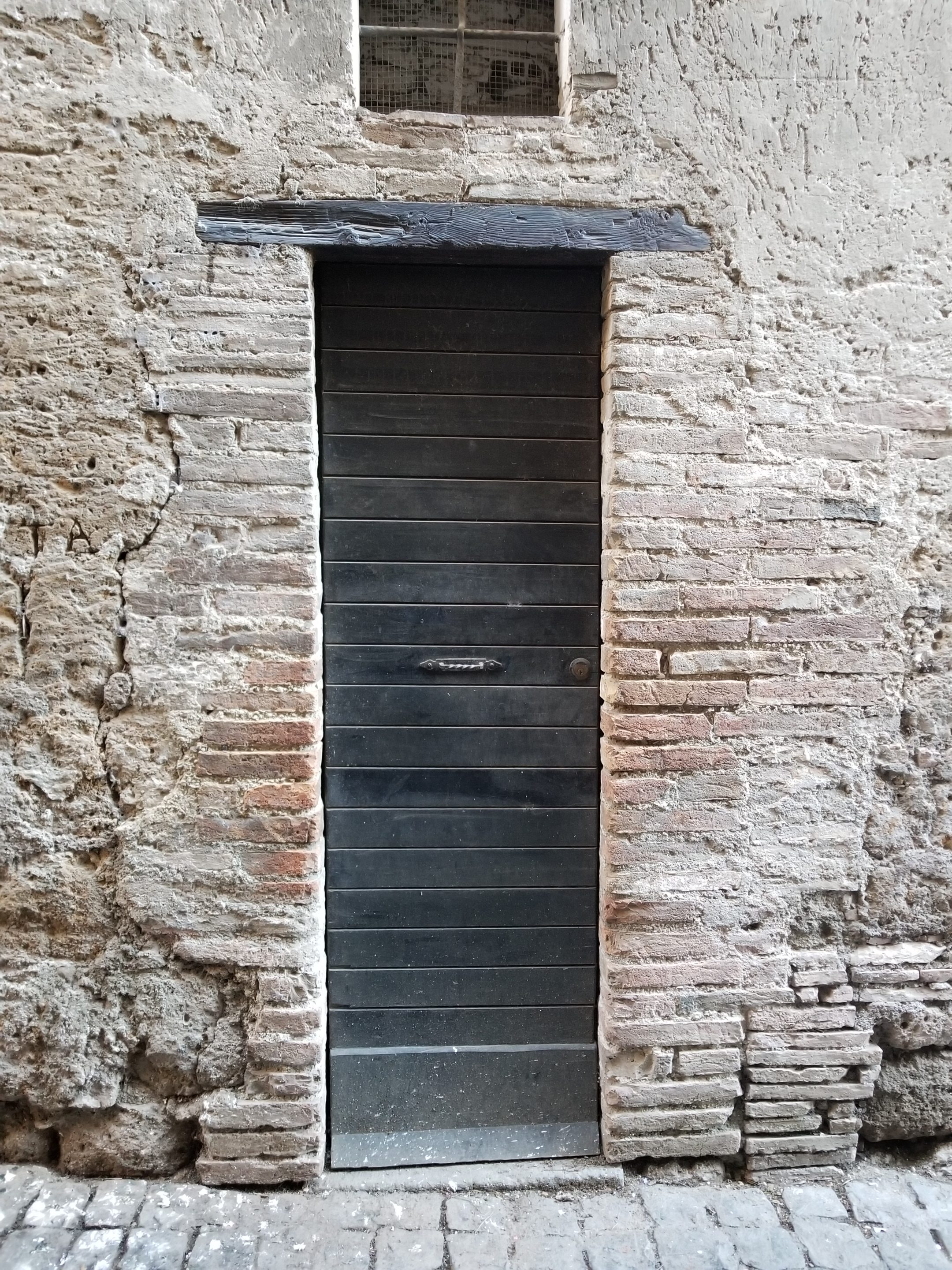 wooden doors, Discover the old Etruscan city and its hidden treasures in Orvieto, ouritalianjourney.com
