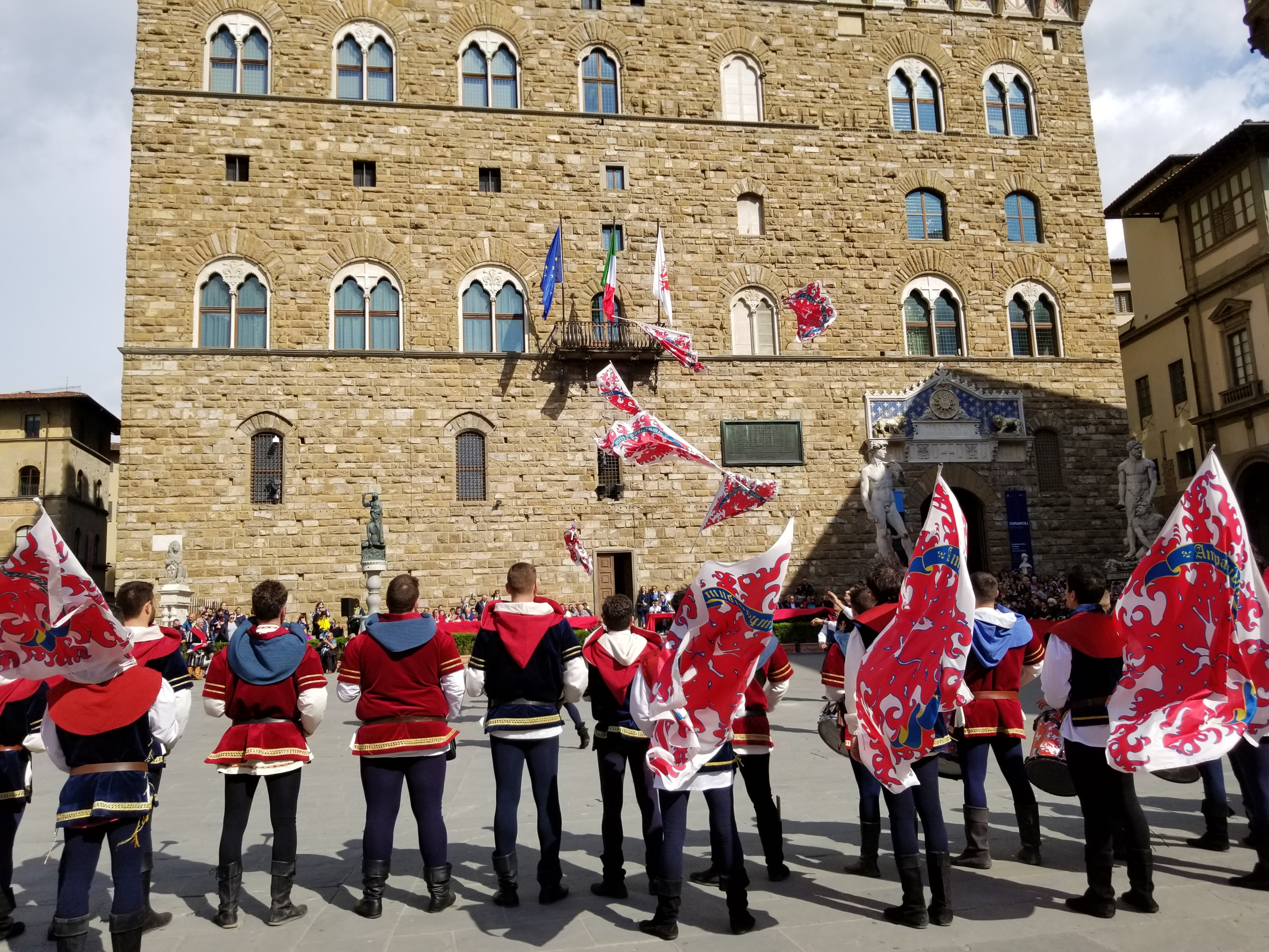 The Bandierai of the Uffizi in Florence, Italy are the ones that throw the flag in ceremonies, medieval event, https://ouritalianjourney.com, https://ouritalianjourney.com/bandierai-uffizi-florence