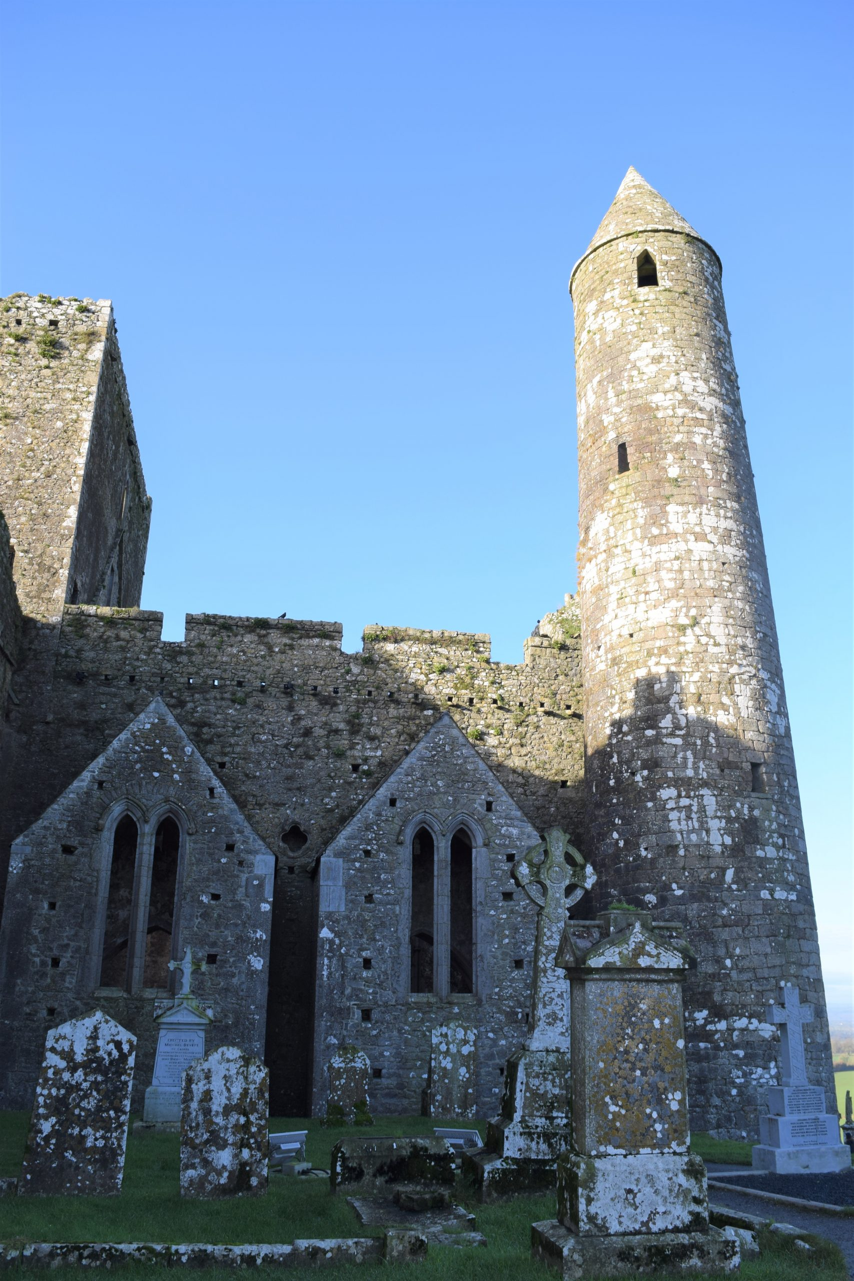 The Rock of Cashel in Ireland is historic and a must see, https://ouritalianjourney.com/rock-of-cashel-castle-ireland